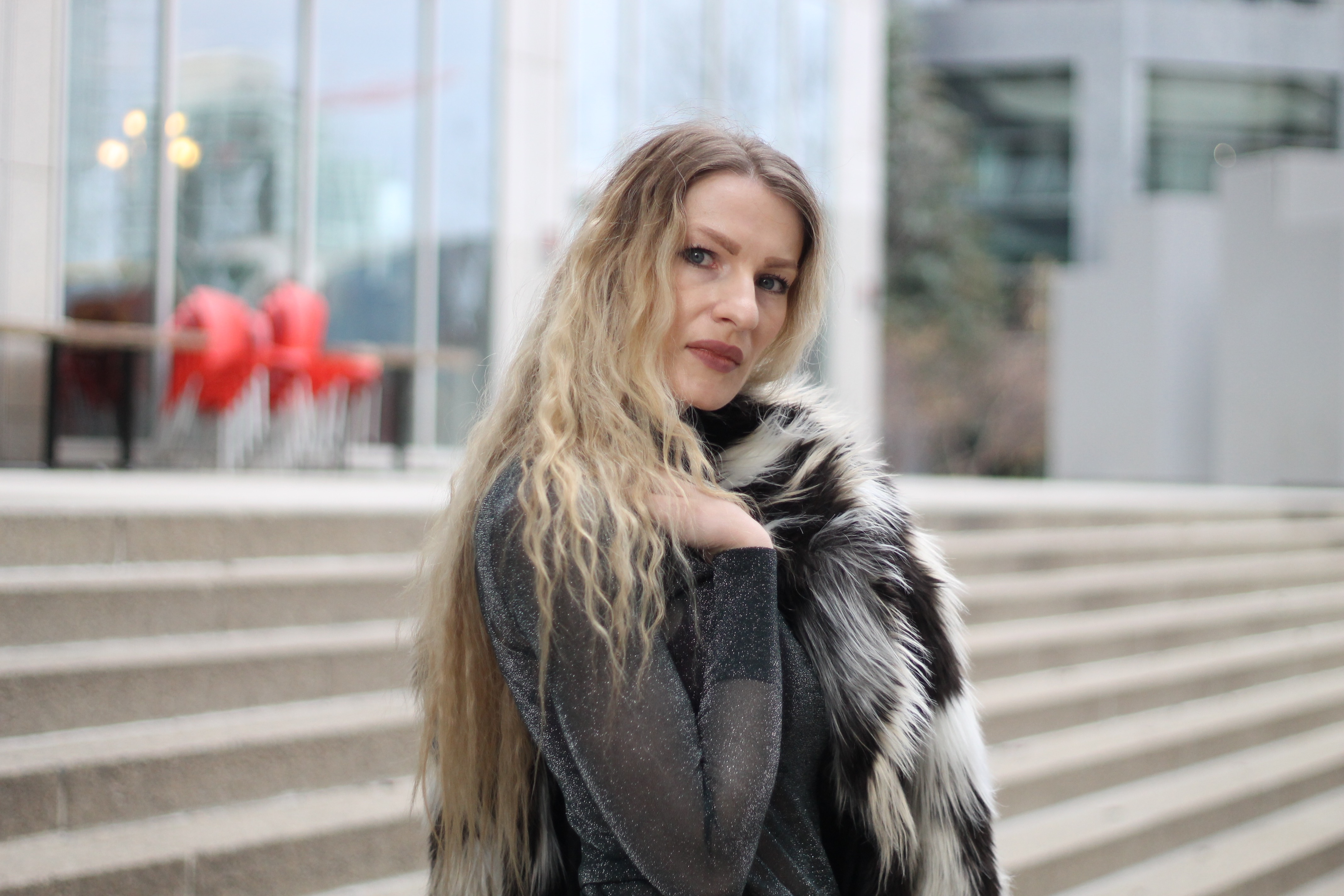 MON MODE | Fashion Blogger | Calgary Street Style | Downtown Calgary | 90s Vibes | Faux Fur