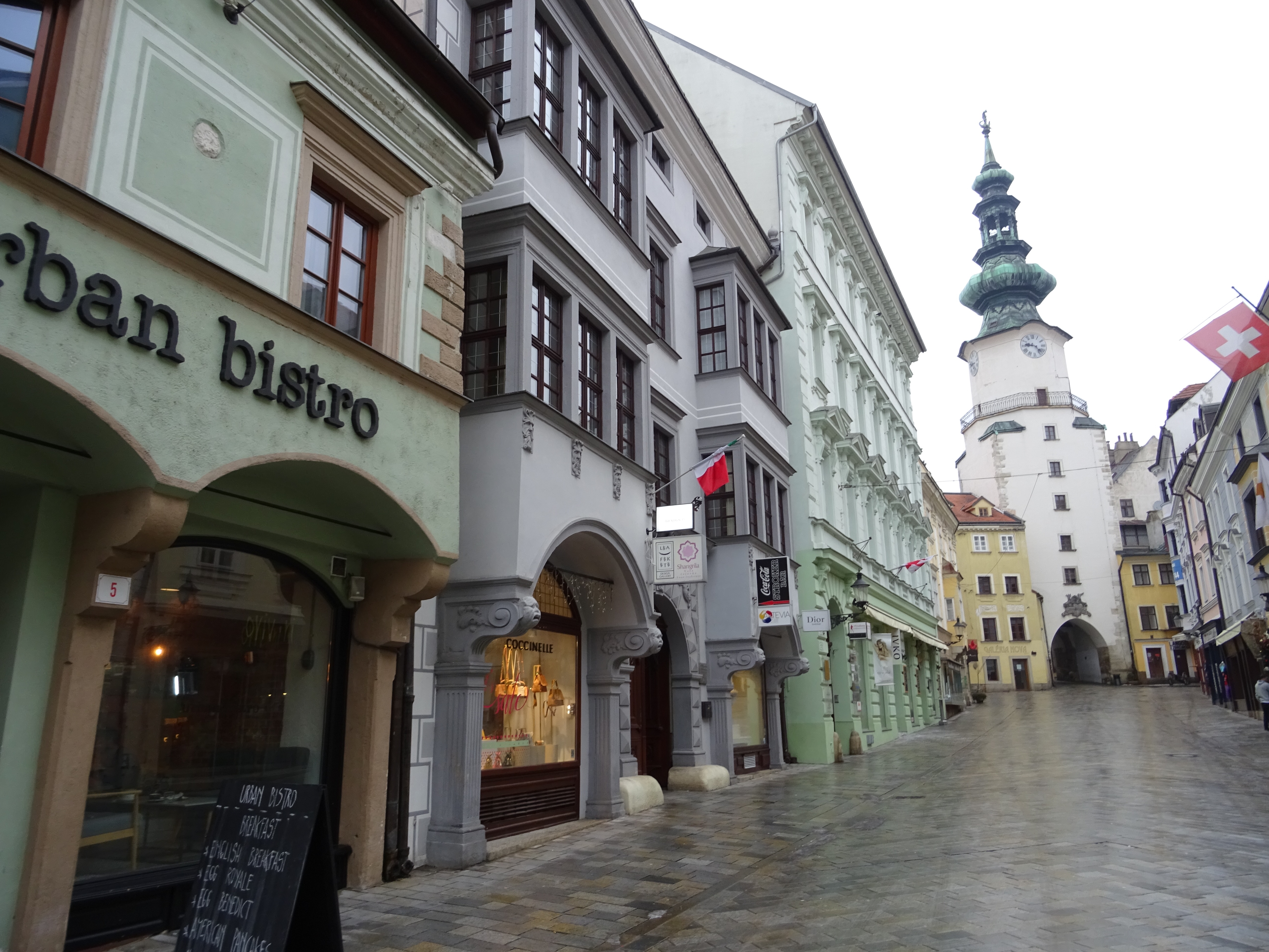 MON MODE | Fashion Blogger | Fashion Trends | Bratislava Weekend Top Three Tips | Travel Blogger | Bratislava Slovakia