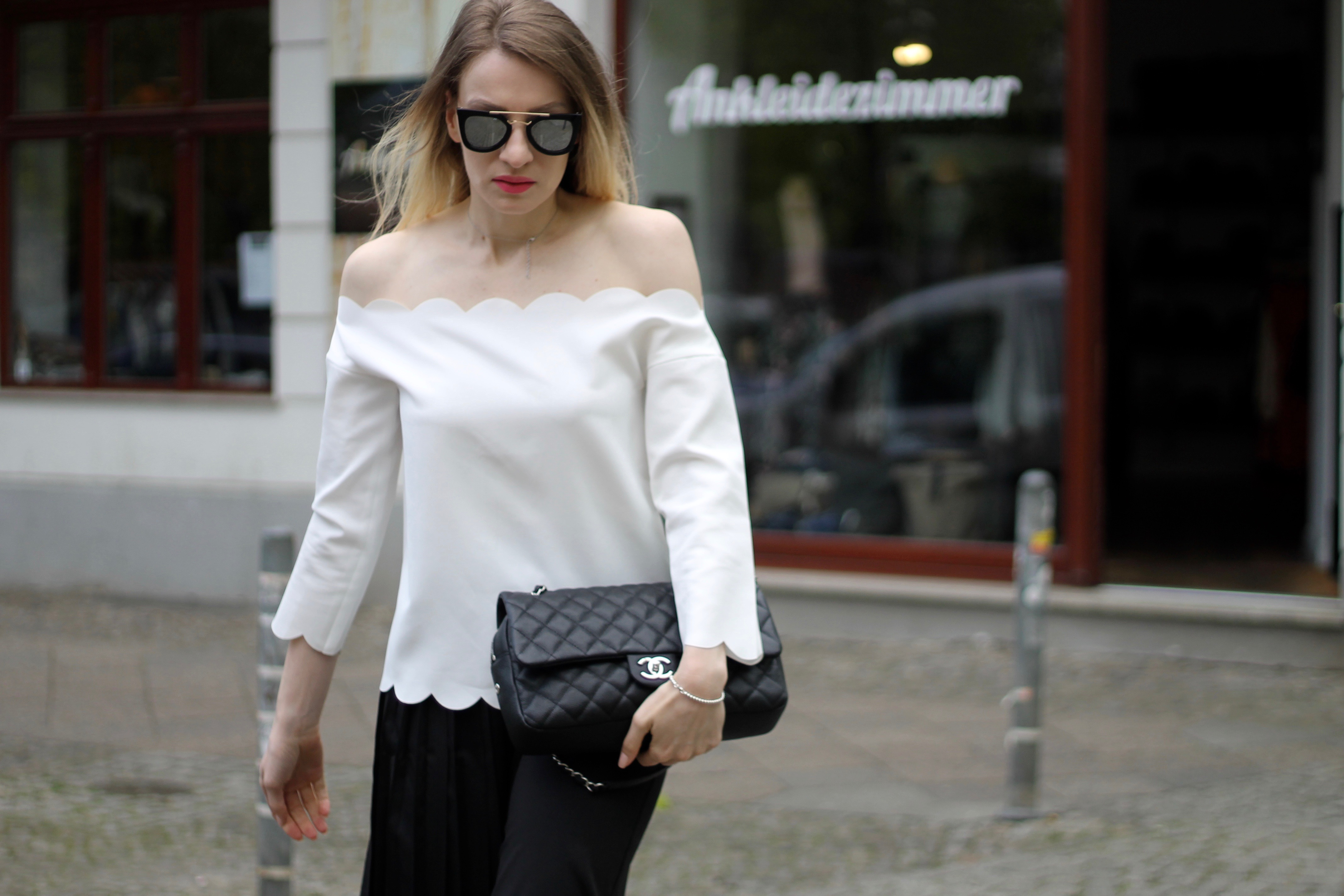MON MODE | Fashion Blogger | Fashion Trends | Classic Chanel Outfit | Classic Flap Bag | Change Packing Up Moving | Berlin | Toronto