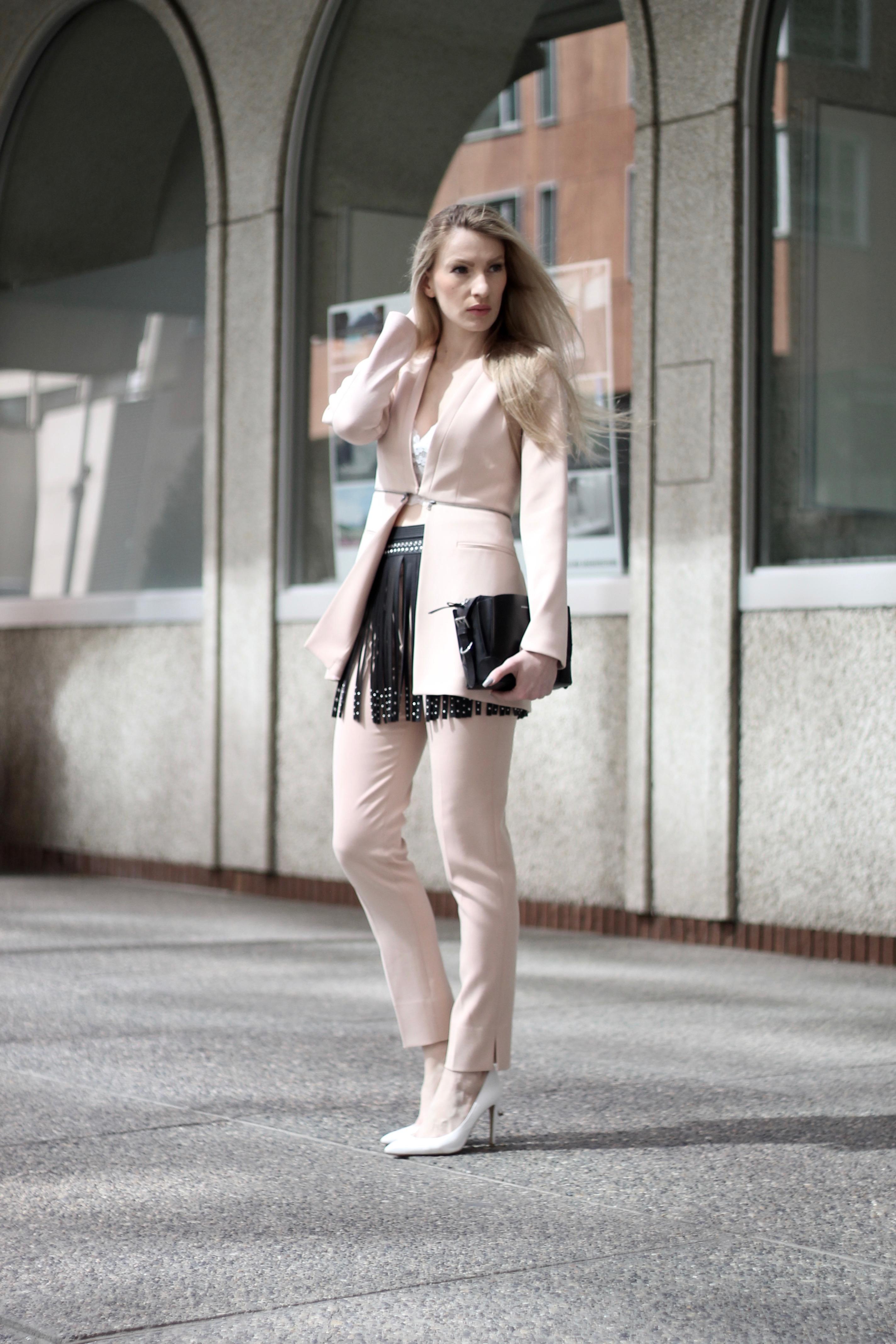 MON MODE | Fashion Blogger | Travel Blogger| Innovative Fundraising Power Ball | Toronto | BCBG