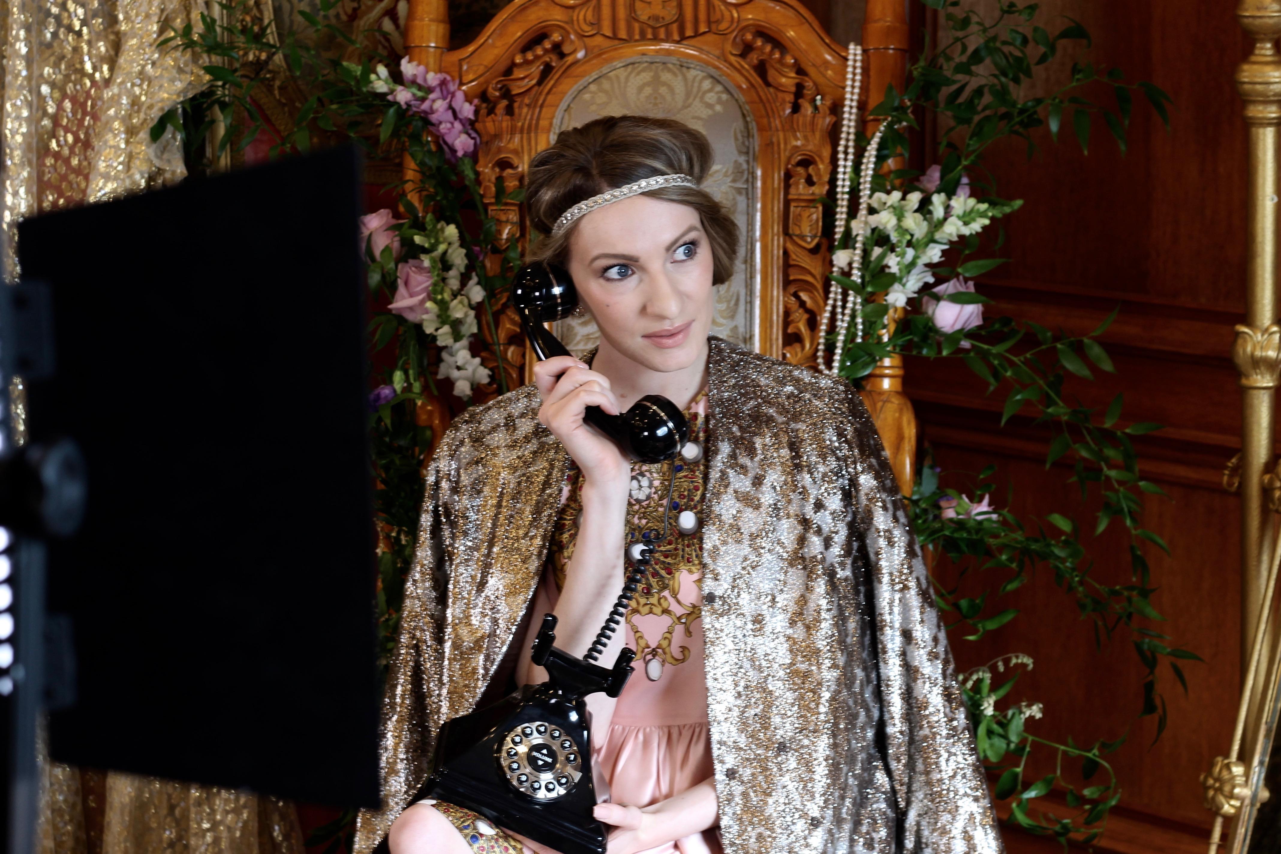 MON MODE | Fashion Blogger | Toronto Blogger | Royal Photo Shoot | Roger&Gallet