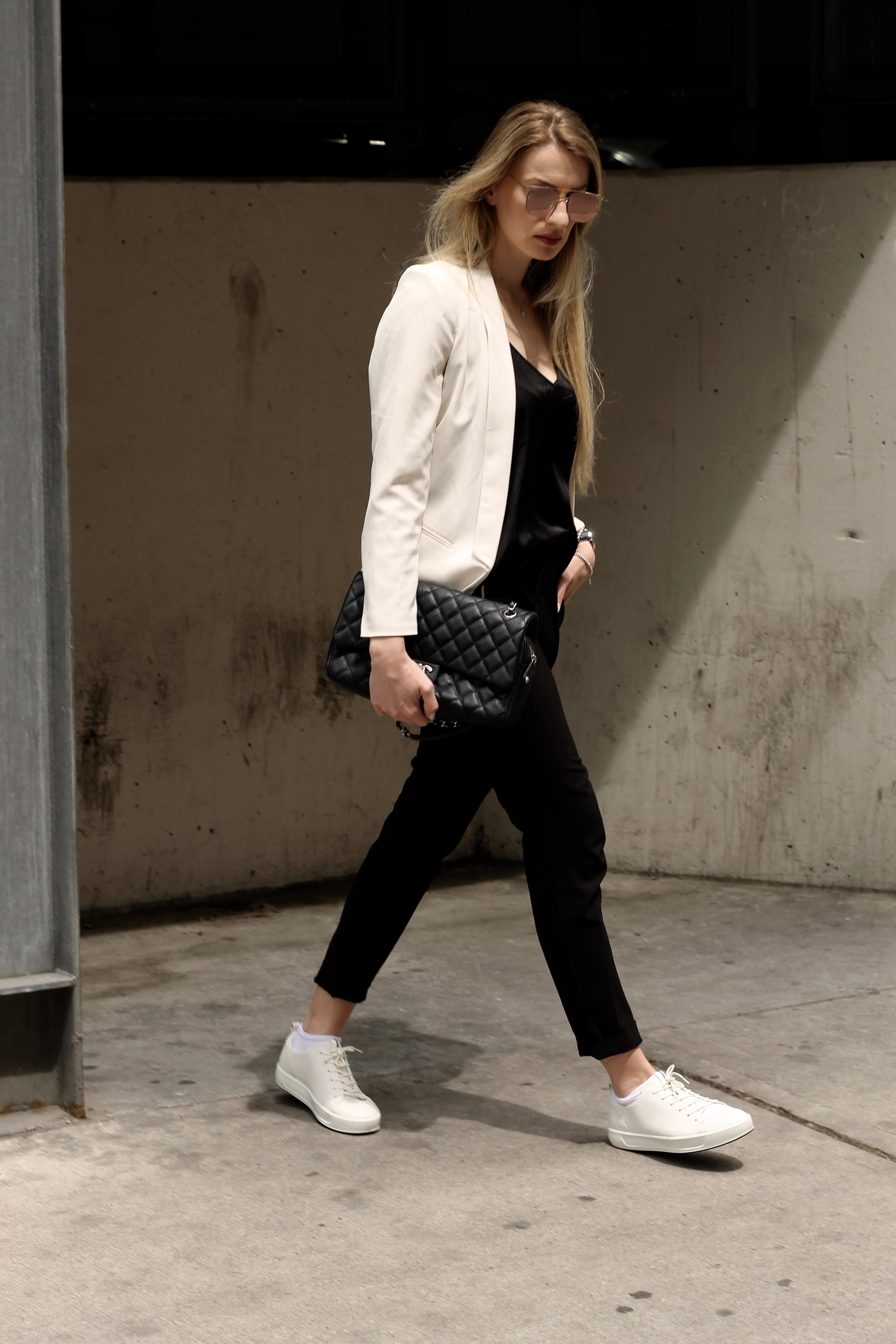 MON MODE / Fashion Blogger / Toronto Blogger | White Sneaker | Ecco Shoes | Danish DNA