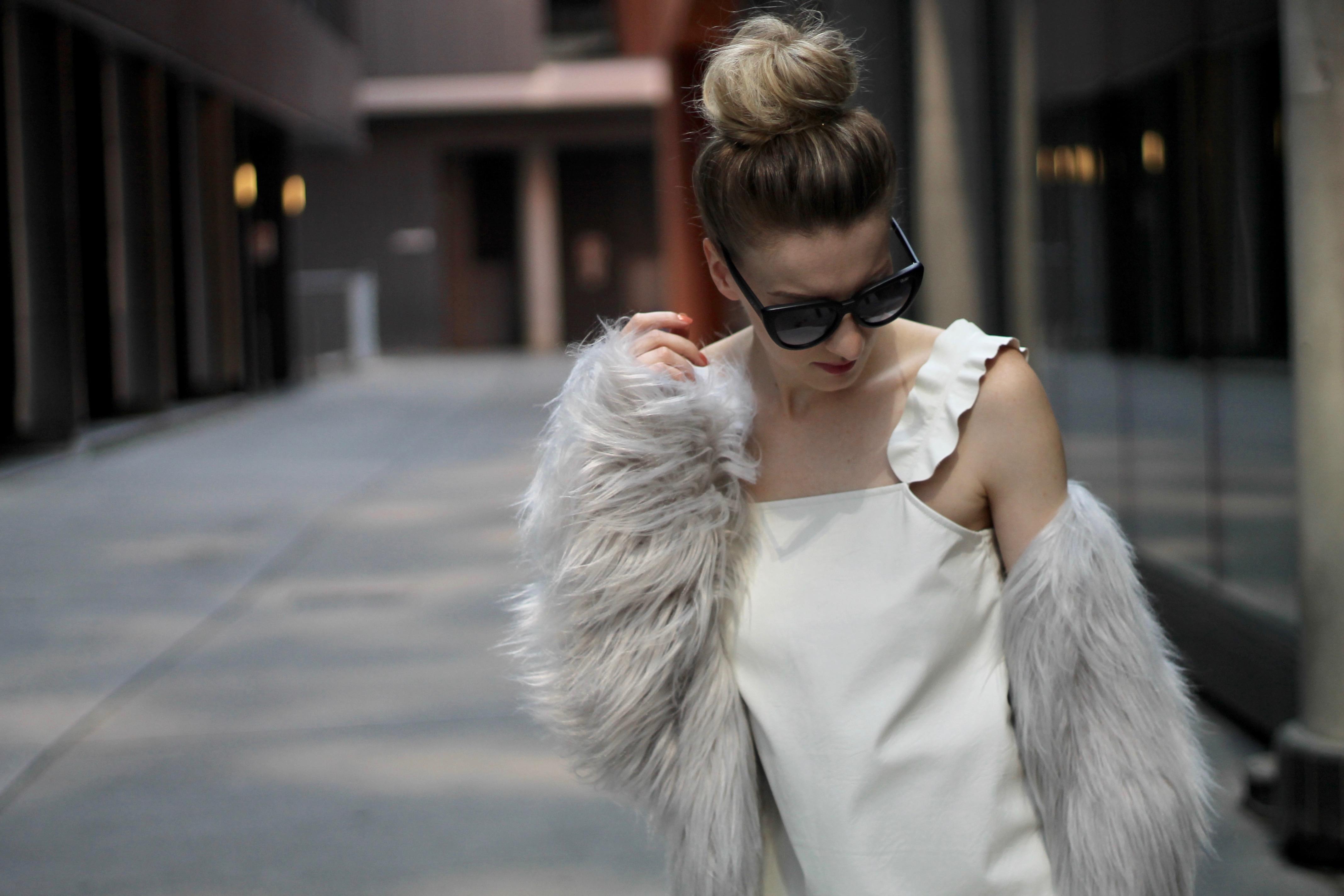 MON MODE | Fashion Blogger | Toronto Blogger | Fall Faux Fur | Status Cult | Fall Fashion